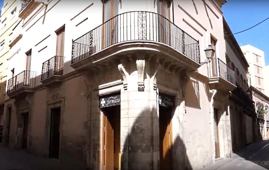 Farmacia las Cuatro Calles donde es titular la farmacéutica homenajeada María Rosa Morales.