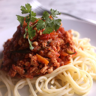 KID APPROVED! Slow cooker healthy chicken spaghetti Bolognese.