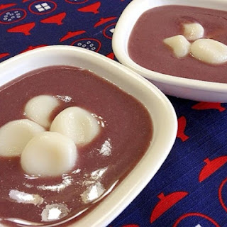 Cool and Sweet Adzuki Bean Soup with Rice Flour Dumplings