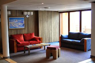 Photo: Salon d'accueil de la résidence
