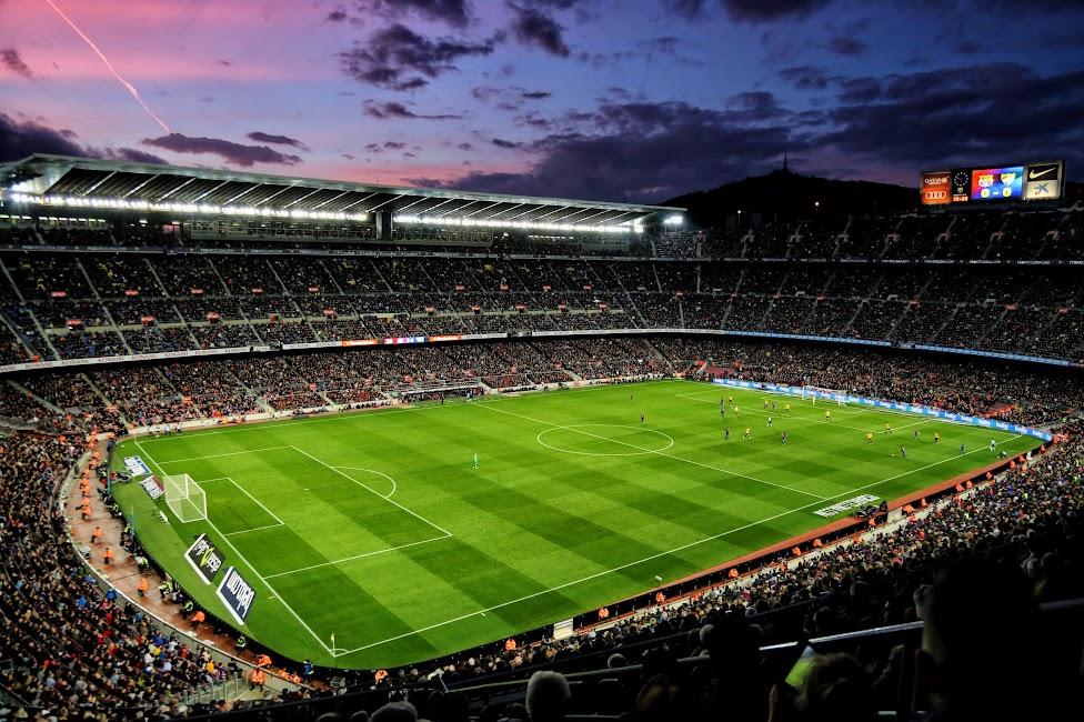 Stadion Camp Nou w Barcelonie - o zachodzie słońca, co warto zobaczyć w Barcelonie