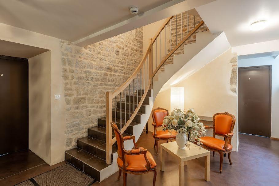 Vente hôtel 15 pièces 370 m² à Saint-Amour (39160), 350 000 €