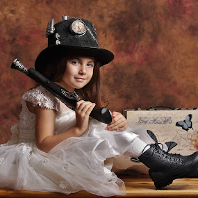 Steampunk girl by Nicu Buculei - Babies & Children Child Portraits ( girl, vintage, retro, children, porrait, steampunk, hat,  )