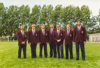 Photo: Bestuur van de sv H.M.S.H. 1990