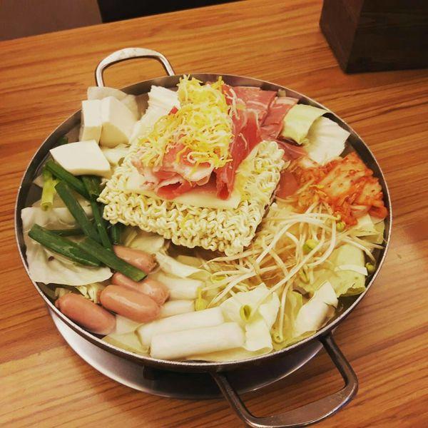 大份量平價韓式料理,必點香濃部隊鍋好精彩