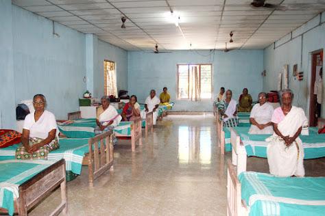 Mariapuram Malankara Catholic Church X'mas Program on our Old Age Home
