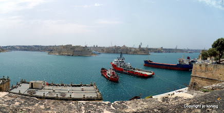 Photo: Valletta. View from Lower Barracca Gardens.  http://www.loki-travels.eu/