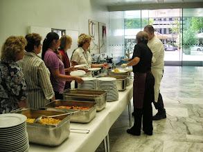 Photo: Viel Servicepersonal  für die Bedienung der Seniorinnen und Senioren