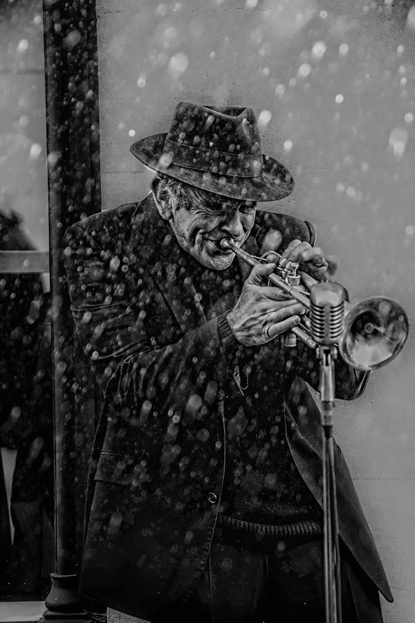 Street performer by Scott Munro - Black & White Street & Candid