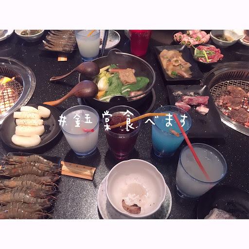 東西種類滿多的~可以吃到很飽🤤 只是我們10個人去被分成兩桌 但是兩桌沒有隔很近😅 但餐點部分算滿意的~~~~