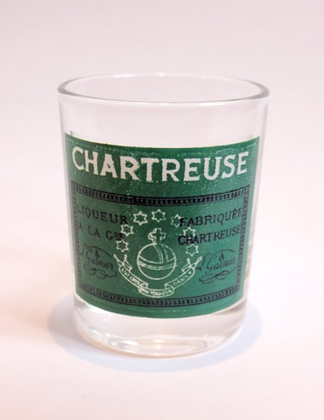 Photo: Variante, plus petite, du shooter précédent, toujours aux couleurs de l'étiquette de la liqueur verte.
