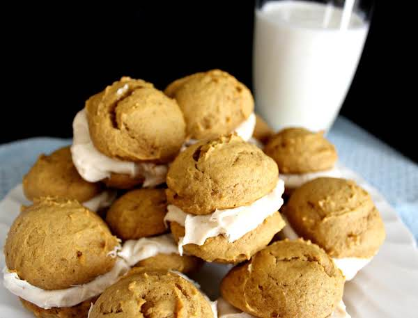 Http://www.thelittleblondebaker.com/mini-pumpkin-whoopie-pies-with-cinnamon-cream-cheese-icing/