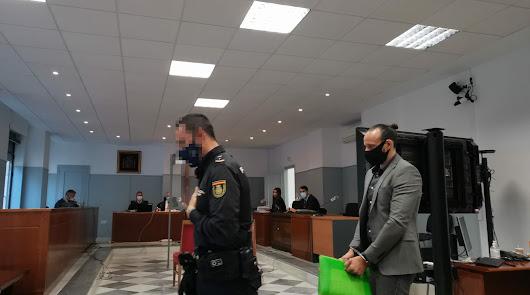 El acusado en la sala de vistas de la Audiencia de Almería