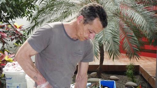 philippe-moure-fondateur-les-betons-de-clara-beton-cire-applicateur-specialiste