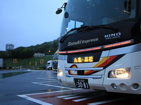 四国高速バス「さぬきエクスプレス福岡号」 3081 鴻ノ池パーキングエリアにて_02