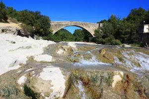 Pont_de_Vaison_pr_s_de_la_maison_d_h_tes.jpg