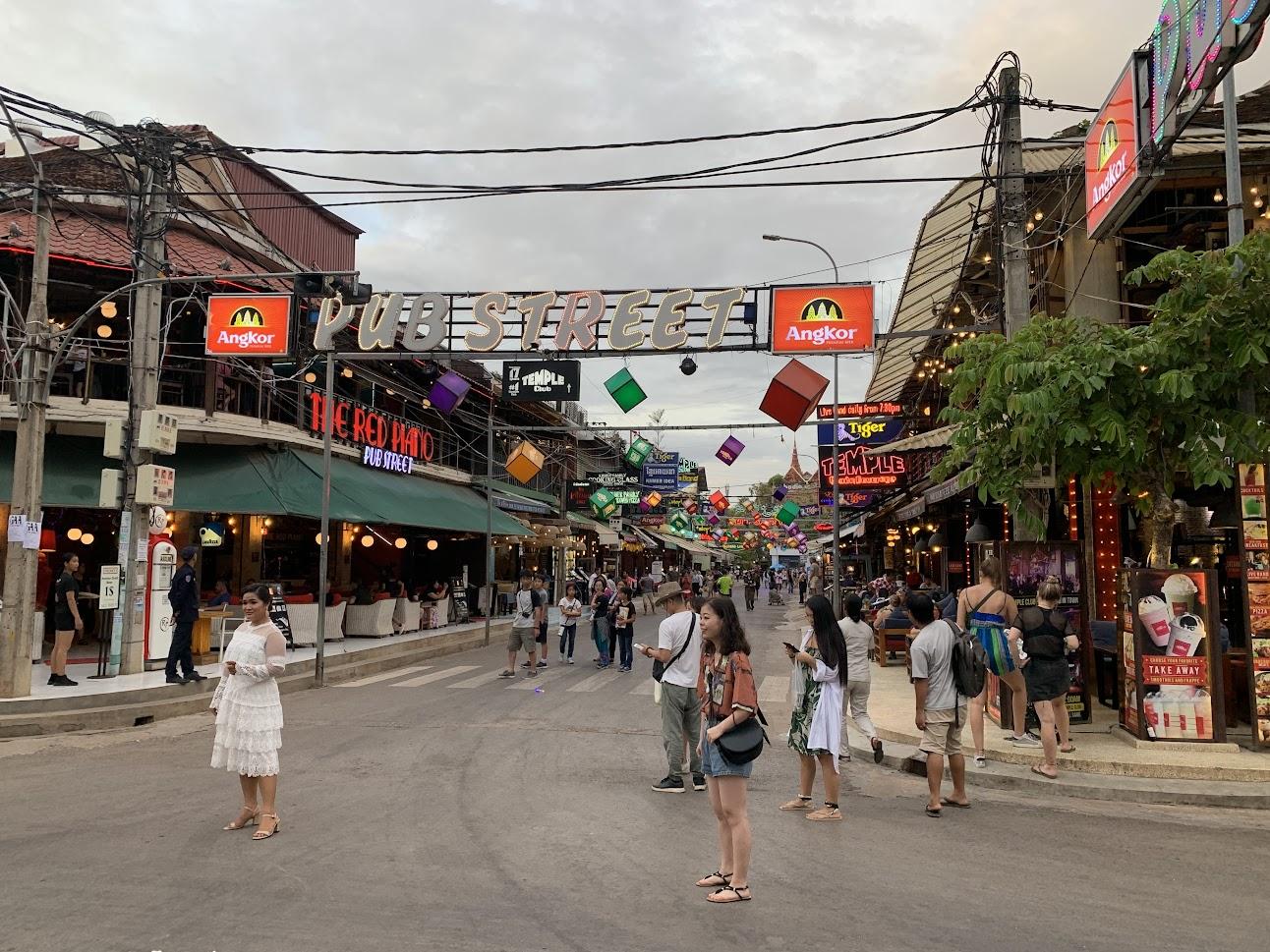 (カンボジア・シェムリアップのパブストリート)