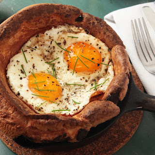 Eggy Puds (Breakfast Yorkshire Puddings With Bacon and Fried Eggs).
