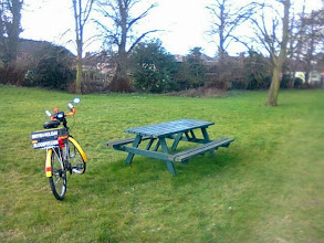 Photo: A picnic oppurtunity in the grounds of the Trinity church on Spilsby Rd / east st.