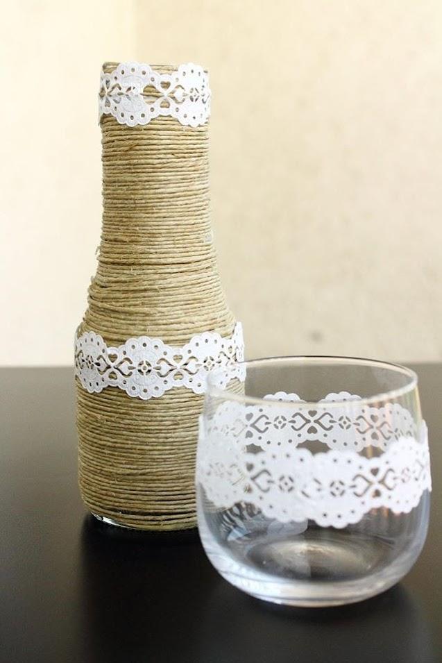 bd685d6751 A váza és a mécsestartó egy rendezvény dekorációja volt – harmonizált a  kiegészítőkkel és a régi bútorokkal.