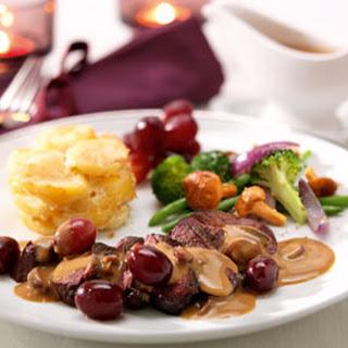 Biefstuk Met Warme Druiven En Een Mix Van Groenten