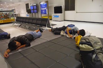 Photo: 空港で一泊!