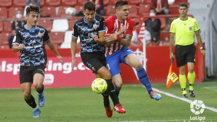 César de la Hoz en el Sporting-Almería.