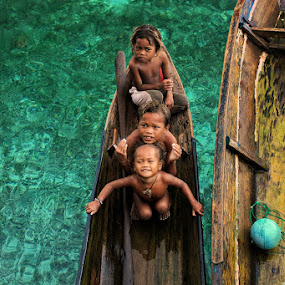 Sea Gypsies II by Perak Man - People Street & Candids (  people,  sea gypsy,  bajau laut,  travel,  fun,  semporna,  mabul island,  tribe,  malaysia,  children,  kids,  sabah, perakman )