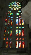 Photo: Las famosas vidrieras que iluminan la Sagrada Familia cuando entra el sol por sus ventanas
