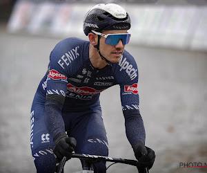 Helse rit voor renner van Alpecin-Fenix: vier mannen met bivakmutsen halen machete boven en stelen zijn fiets!