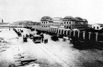 Photo: Esperando el primer tren. Diagonal 80 al fondo la legislatura en construcción. 1884