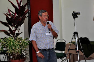 Photo: Oscar Montero talks about his experience of mechanizing SRI in Costa Rica