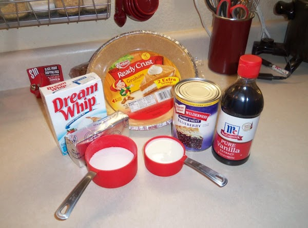 Mix all ingredients together on low speed, till fluffy. Place in a graham cracker...