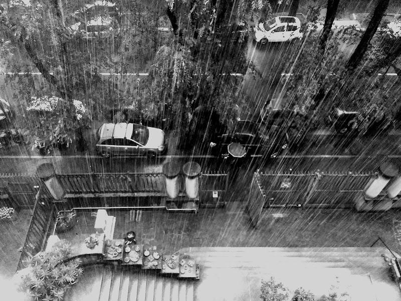 E se fuori piove di Luca Mandelli