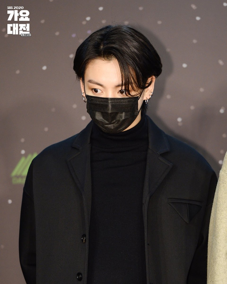 bts jungkook black hair 1