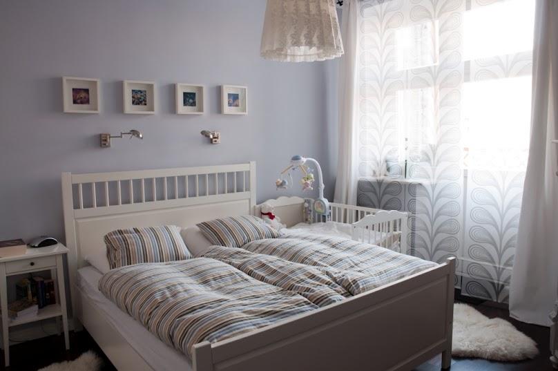 Sypialnia z łóżeczkiem dziecięcym