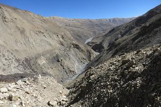 Photo: A mi-chemin dans le couloir pierreux, vue arrière sur le plateau de Damodar kunda