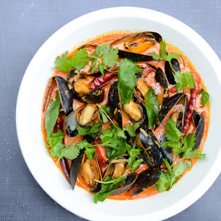 Mussels in Red Coconut Curry.