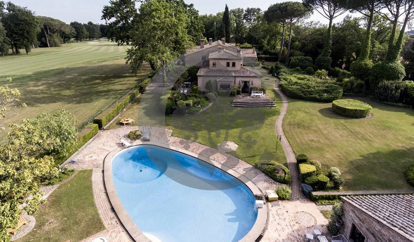 Villa with pool and garden Roma