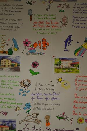 Affiche dessins et textes au foyer Moïta