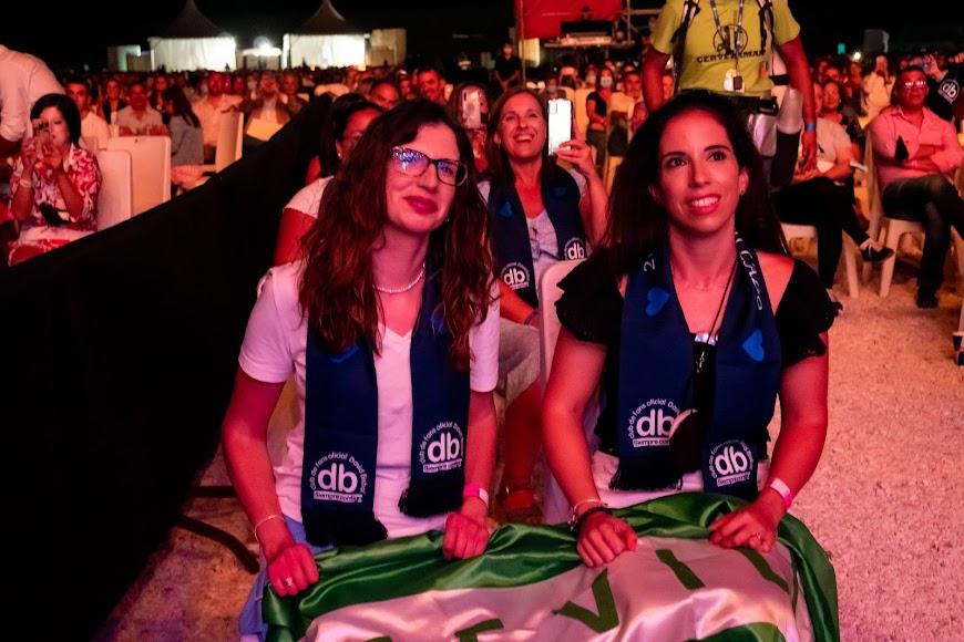 Fans de Bisbal, desde Sevilla, durante el concierto