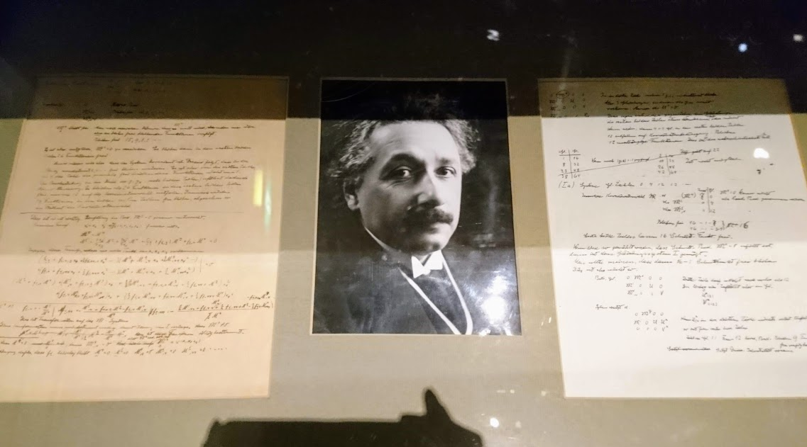 「世界を変えた書物」展(入口)アインシュタインの手書き原稿