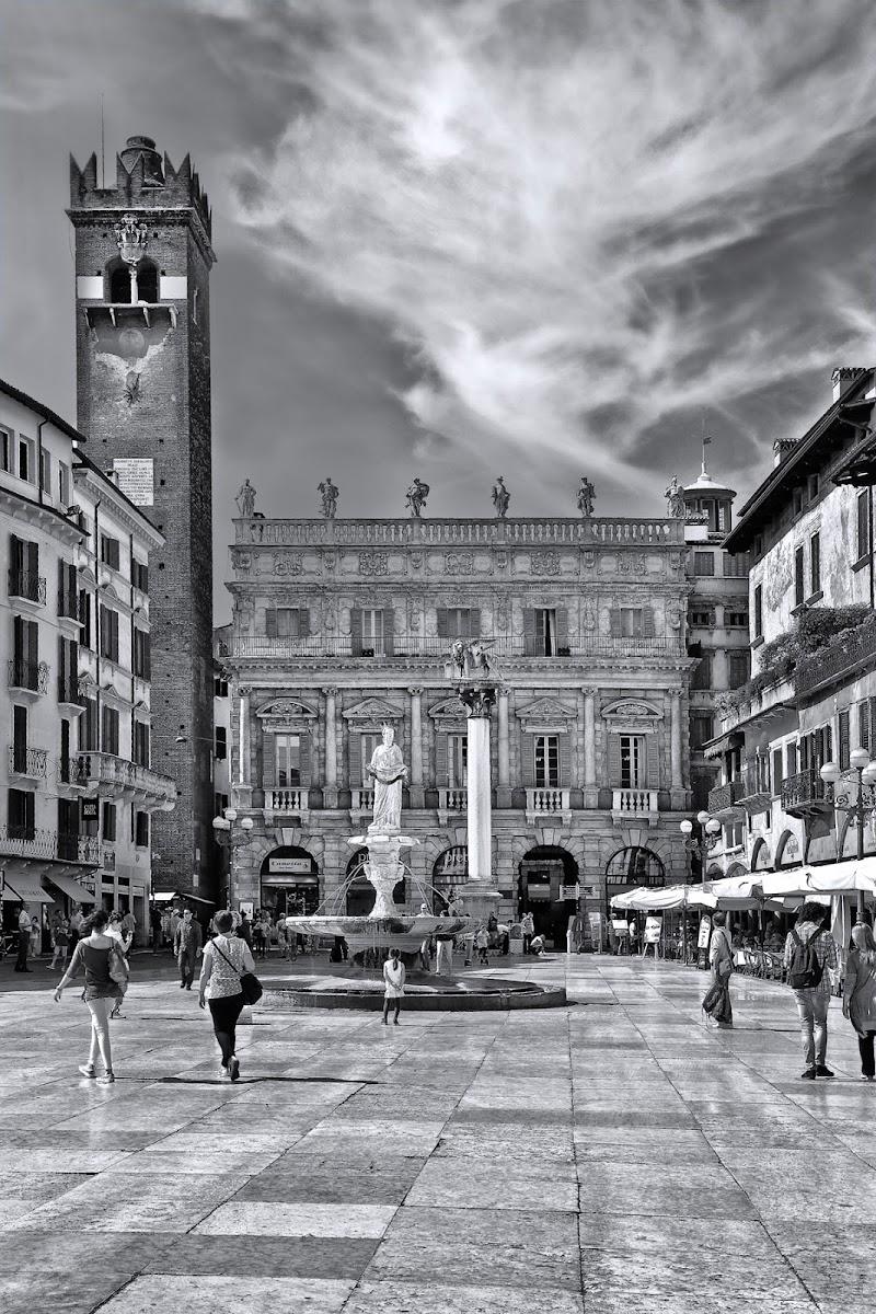 Piazza Erbe (Verona) di zsim67