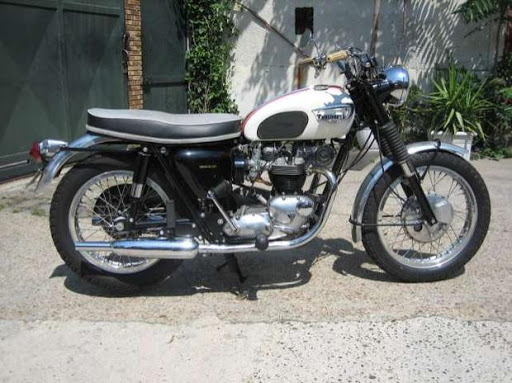 Triumph Bonneville Modèle US de 1966 restaurée par Machines et Moteurs