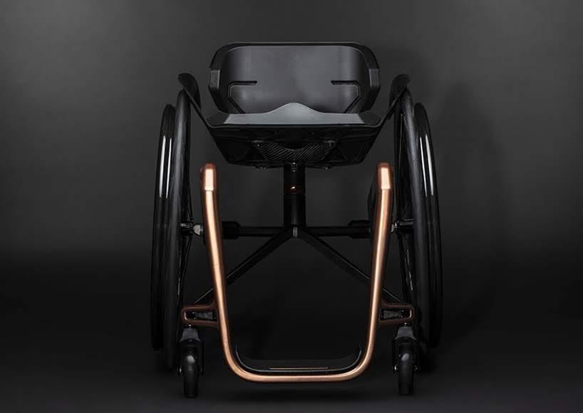 Esta silla de ruedas utiliza grafeno para hacerla la más ligera del mundo