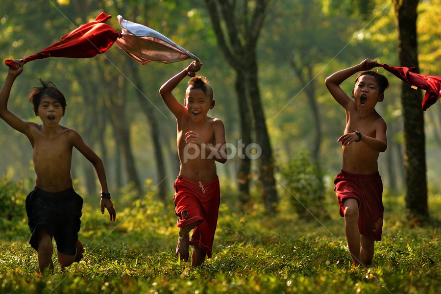 Run...Run... by Anwar Jayaningrat - Babies & Children Children Candids (  )