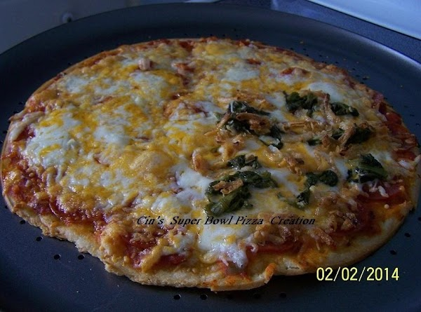 THIS IS THE BAKED PIZZA...REDDY TO EAT!!!  AND WE DID ENJOY.......IT WAS DELICIOUS♥