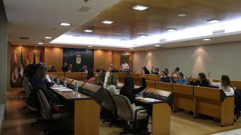 Votación en la última sesión plenaria celebrada en el Ayuntamiento en 2019.