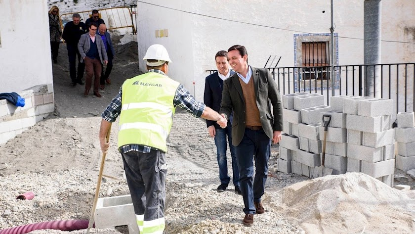La Diputación de Almería, agiliza obras en Almócita y Laroya para crear oportunidades y fijar la población.