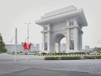 Triomfboog 1925-1945 op een plein